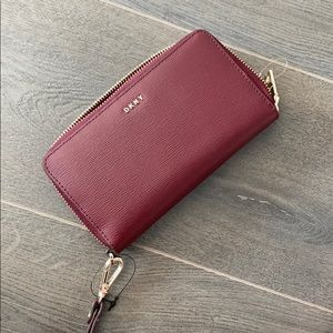 NWT WALLET WITH ATTACHED WRISTLET